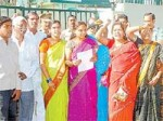 Anchor Jhansi Nandi Award Issue With Trs