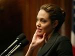 Jolie Donates 100 000 Help Refugees