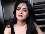 Om 3d Nikeesha Patel On Tenterhooks