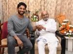 Actor Allu Arjun Minister Talasani Srinvas Met Phalke Awardee K Vishwanath