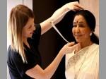 Asha Bhosle Wax Statue Reading Madame Tussauds