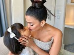 Aaradhya Gives Her Mommy Aishwarya Rai Kiss