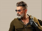 Chiyaan Vikram Sings Motivational Number Kadaram Kondan