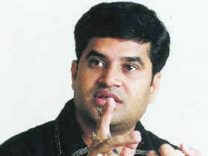 Court sentences Lyricist kulasekhar to 6 months jail