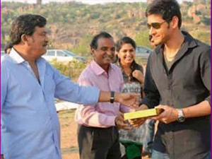 Mahesh with his Aagadu father Rajendra Prasad!!