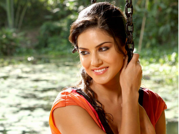 Sunny Leone's Item song in Kulfi Movie