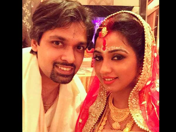 Shreya Ghoshal ties the knot with beau Shiladitya