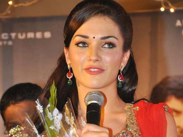I Effect: Amy Jackson replaces Mahesh's Heroine!