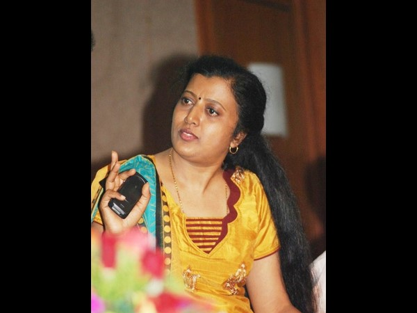 Lyricist Thamarai Protests For Missing Husband