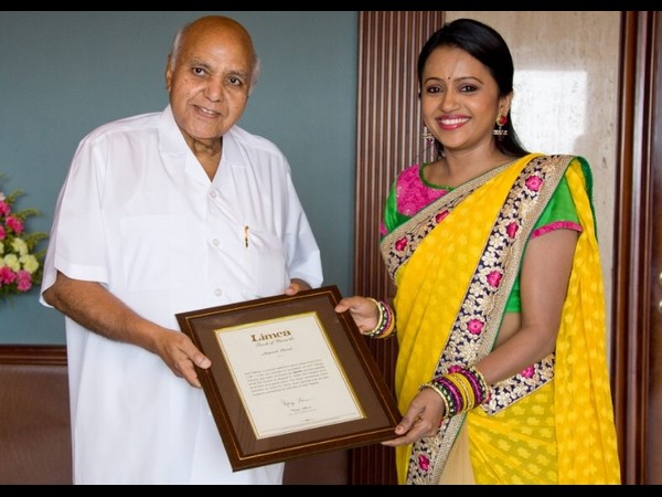 RAMOJI RAO presents Limca Book of Records to Suma