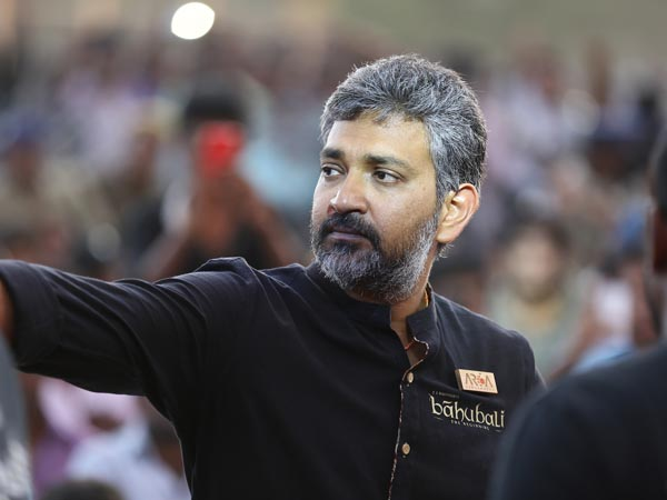Rajamouli asks his fans to write review on baahubali