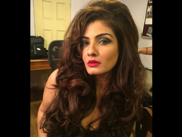 Drunk man misbehaves with Raveena Tandon