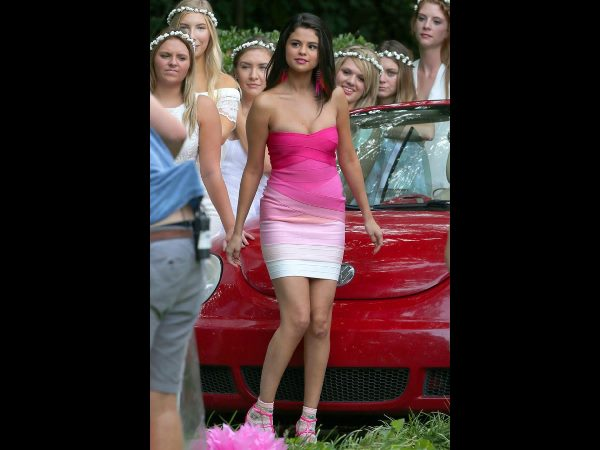Selena Gomez Looks Uncomfortable In Strapless Pink Dress On Sets