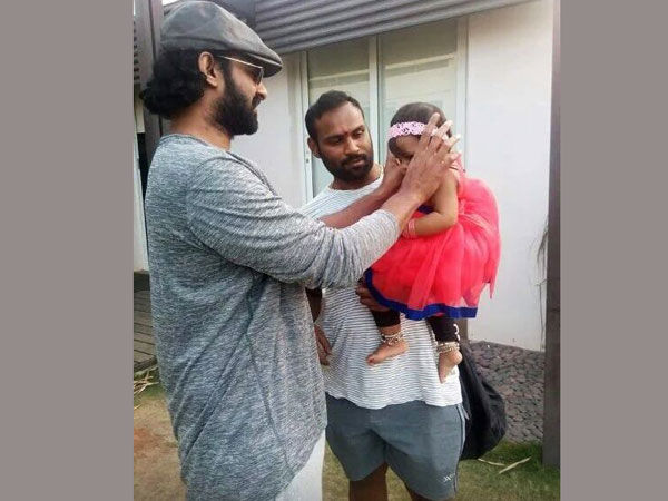 Prabhas is back to his'Baahubali' look