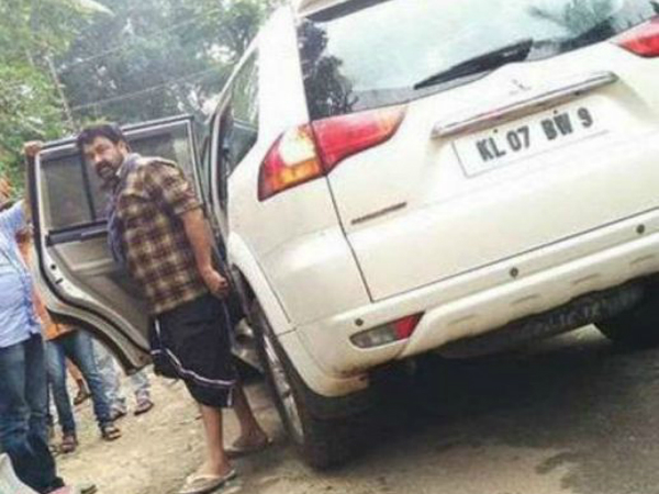 Mohanlal meets with an accident, unhurt