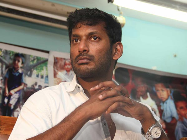 Tamil hero Vishal hurt during shooting