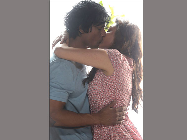 "Kajal Lip Lock in ""Do Lafzoon Ki Kahani"""
