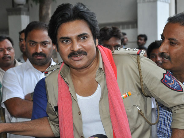 Pawan Kalyan ropes in Jilla director Neason for Telugu remake of Vedalam