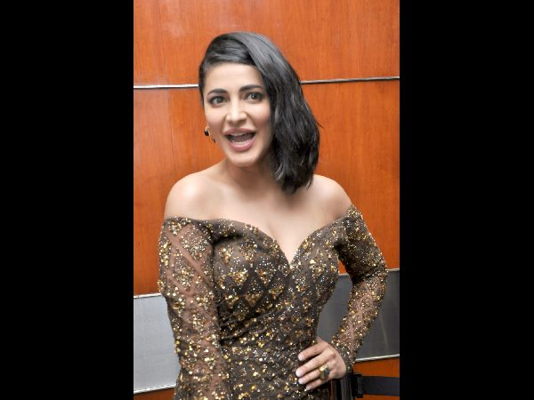 Shruti Hot Clevage Show In Premam Telugu Audio Launch