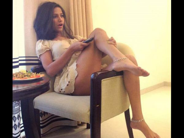 Poonam Pandey wishes a hot good night