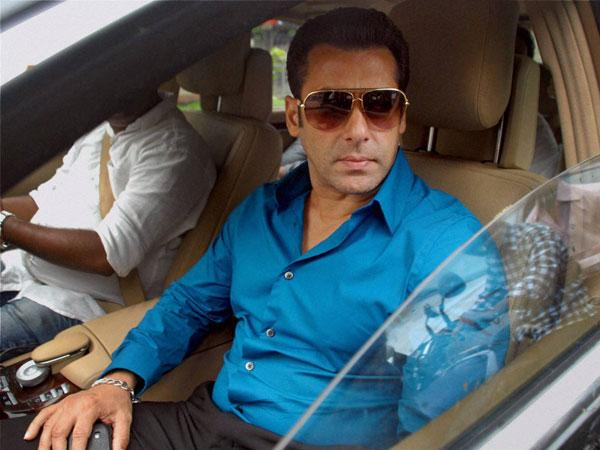 Salman Khan files 100 crore defamation suit against TV channel