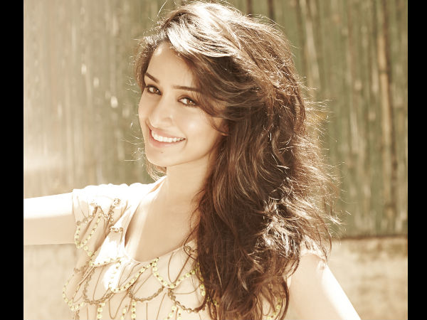 Shraddha Kapoor can't stop herself to hug her biggest fan