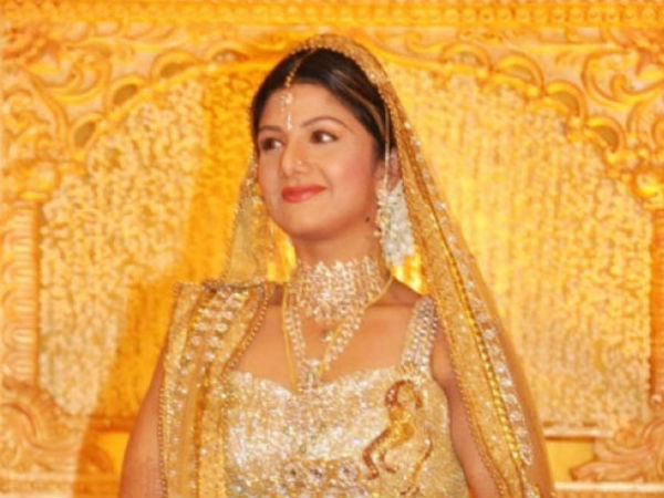 Hyderabad court issue notice to hot actress rambha