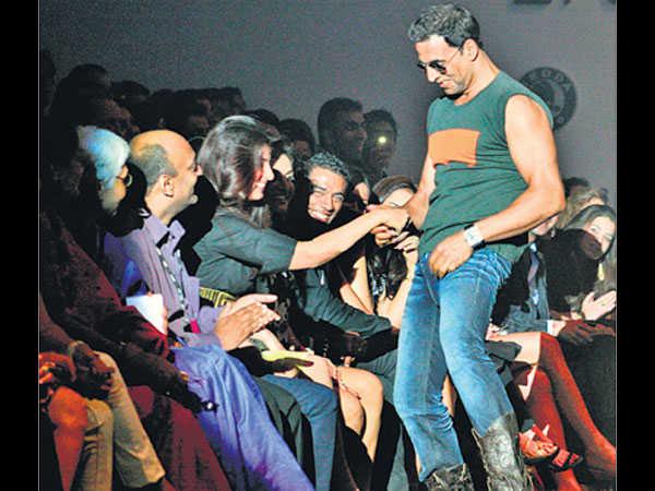 అక్షయ్ కుమార్ భార్య షాకింగ్ ట్వీట్: ఈ చంపుకోవడం ఏంటో..?