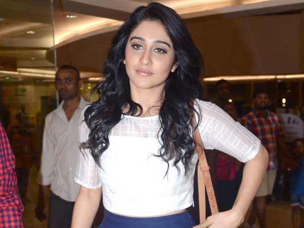 Regina Cassandra opening Neeru's at Guntur, one dead and injured