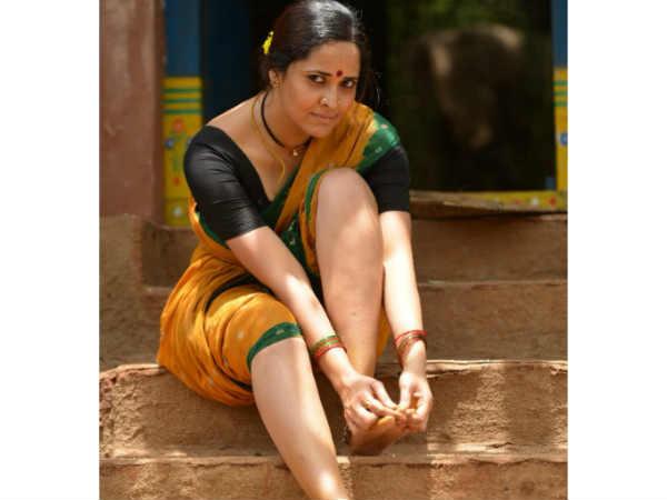 రంగస్థలం: యాంకర్ అనసూయ 'రంగమ్మత్త' లుక్ అదరహో....