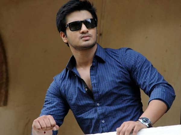 hero nikhil to be seen as news reporter!