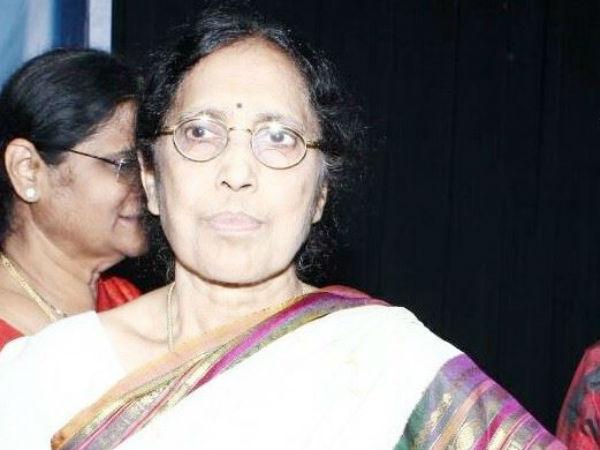 yaddanapudi-sulochana-rani-great-writer-ap-cm-chan