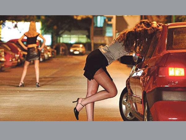 టాలీవుడ్ సెక్స్ రాకెట్:  సినీ పెద్దల హస్తం.. కళామతల్లికి సేవ అని చెప్పేవారే, సంచలన వ్యాఖ్యలు!