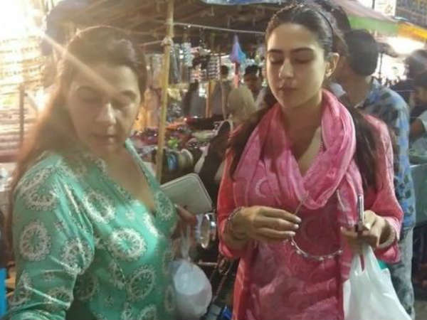 Sara Ali Khan street shopping in Hyderabad