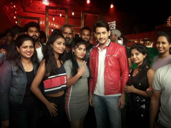 Mahesh surrounded by Girls for a TVC - View Pics!