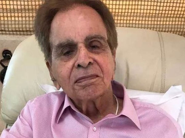 veteran actor DilipKumar admitted to Mumbais Lilavati hospital