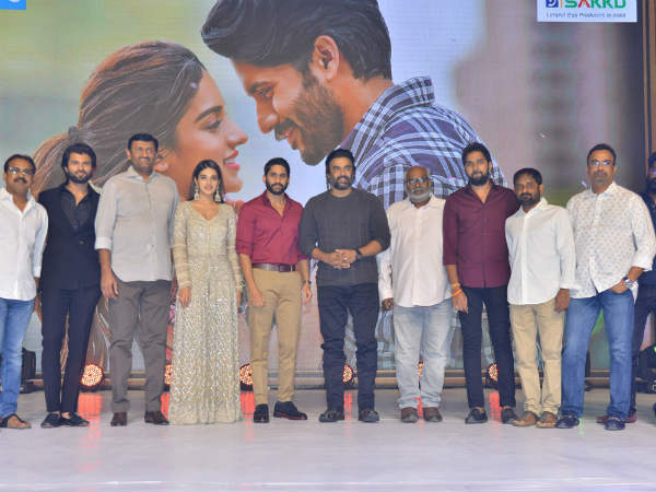NAGA CHAITANYA FANS DISTRESS WITH VIJAY DEVARAKONDA!