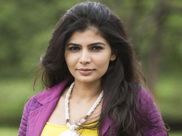 సింగర్ చిన్మయి మీద వేటు: #మీ టూ ఉద్యమం ఎఫెక్టేనా? మంచు లక్ష్మి సపోర్ట్!