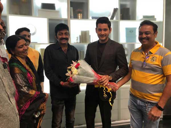 Senior hero Rajasekhar, and Naresh meets Mahesh Babu