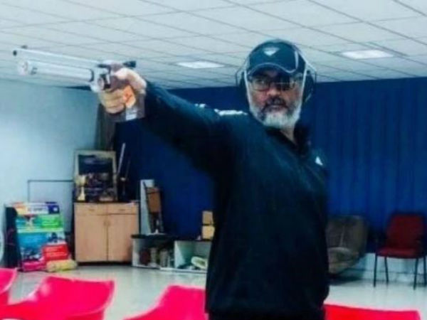 Ajith showing interest in rifle shooting