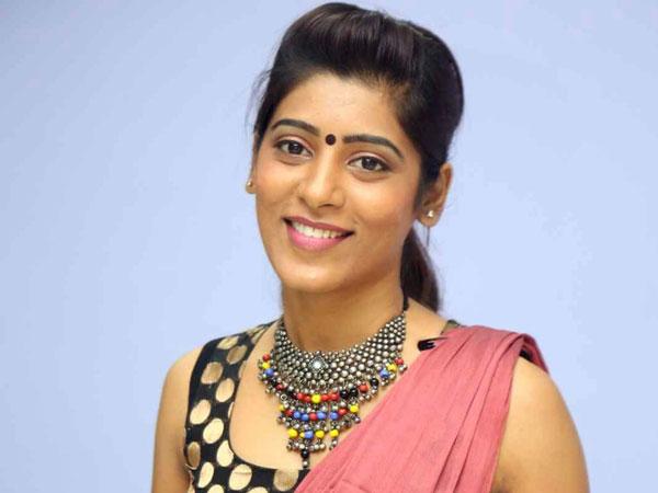 'బిగ్ బాస్'పై మరో కేసు: గాయిత్రి గుప్తా ఫిర్యాదుతో ముదిరిన వివాదం