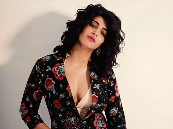 Shruti Hassan Cleavage Show In London