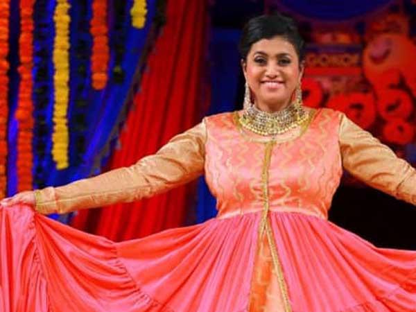 జబర్దస్త్ రోజా మిస్సింగ్.. వెల్లువెత్తుతున్న అనుమానాలు! అసలేం జరుగుతోంది..?  | Roja missed in Jabardasth latest Show.. The Reason? - Telugu Filmibeat