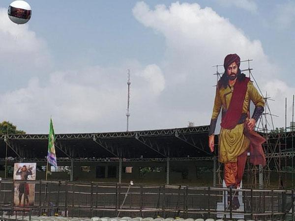 Sye Raa Narasimhaa Reddy Pre Release:భారీ హోర్డింగ్స్.. జన సందోహం.. అంగరంగ వైభవంగా ఏర్పాట్లు