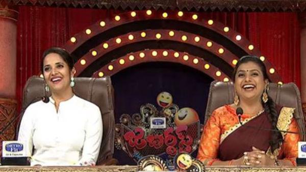 అనసూయకు ప్రమోషన్: జబర్ధస్త్ షోకు జడ్జ్గా మారిన యాంకర్.. రోజా సహకారంతోనే ఇలా.!