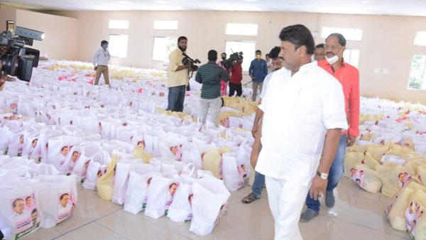 14 వేల మంది సినీ కార్మికులకు సాయం.. ముందుకు వచ్చిన తలసాని