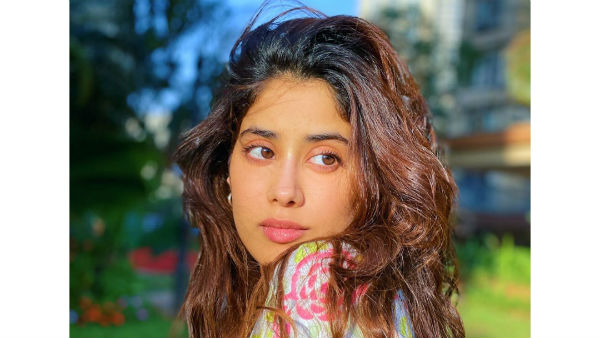 Jhanvi kapoor green signal to telugu hero for remake