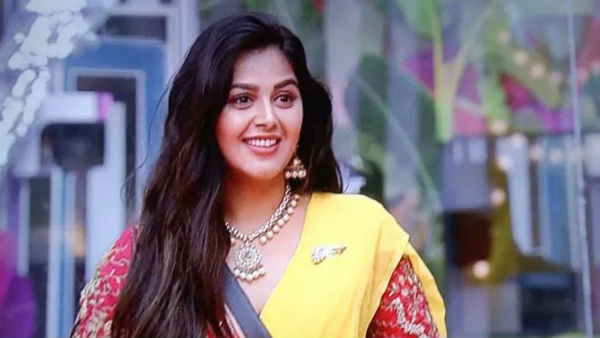 Monal Gajjar Revealed Airport Incident