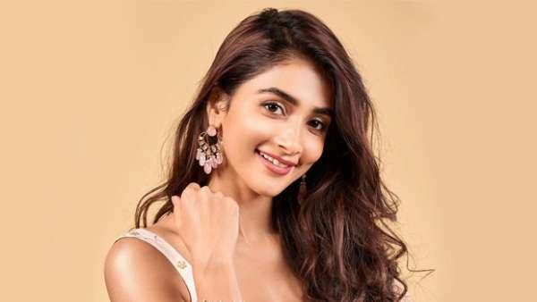 Pooja Hegde ఆ అనుభవం నన్ను మార్చేసింది.. తిరిగి ఇచ్చేయాల్సిందే అంటూ బుట్ట బొమ్మ ఎమోషనల్