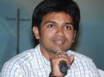 https://telugu.filmibeat.com/img/2011/07/10-vamsi-krishna.jpg